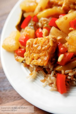 Sweet-sour tempeh with zucchini