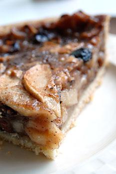 Dutch apple raisin pie