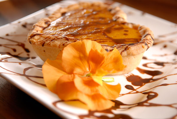 Apricot tarts with chocolate sauce