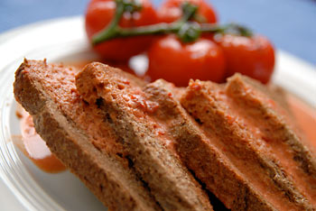 Creamed tomatoes on toast