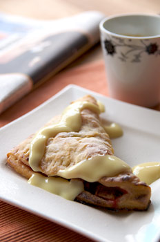 Rhubarb-apple turnovers with sauce