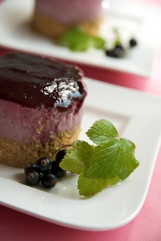Uncheesy cassis cakes