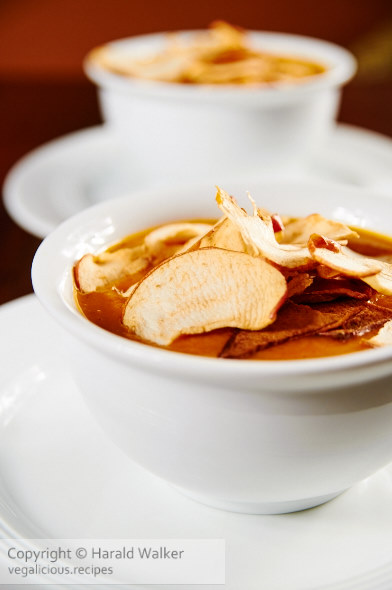 Spicy carrot Soup with Apple Crisps