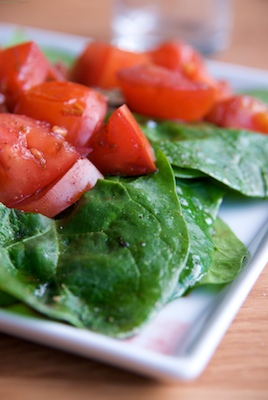 Spinach salad with mulled wine tomatoes