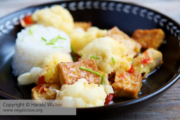 Sweet & Spicy Cauliflower with Tofu Pieces
