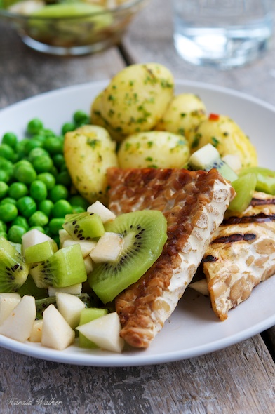 Grilled Tempeh with Kiwi and Pear Salsa
