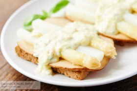 Asparagus on Toast with Creamy Sauce