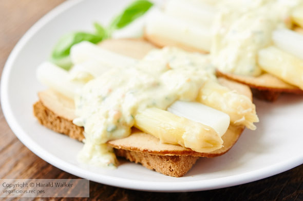 Asparagus on Toast with Creamy Sauce
