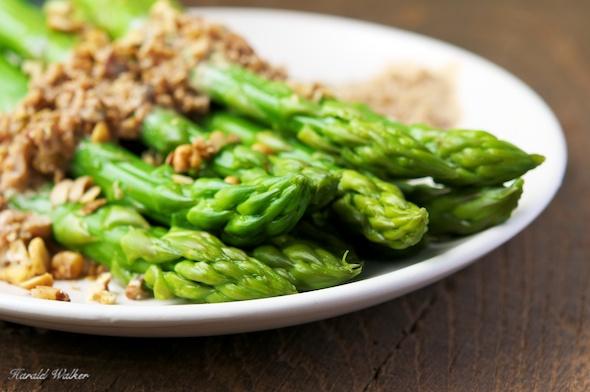Asparagus with Walnut Sauce