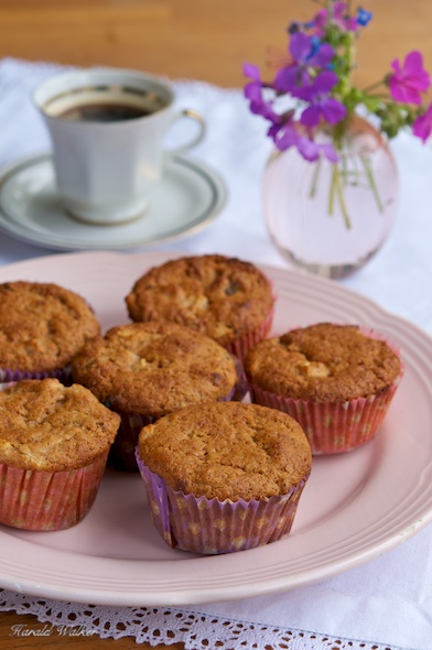 Vegan Apple Date Muffins