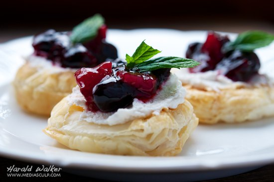 Mini Puff Pasty Bites with Vegan Cream Cheese and Blueberry Pear Marmelade