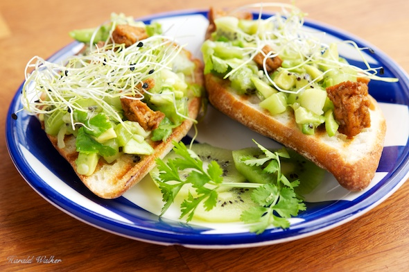 Baguettes with Avocado Kiwi Salsa and Spicy Tofu Pieces