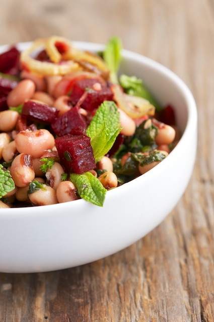 Black-eyed beans and roasted beetroots salad