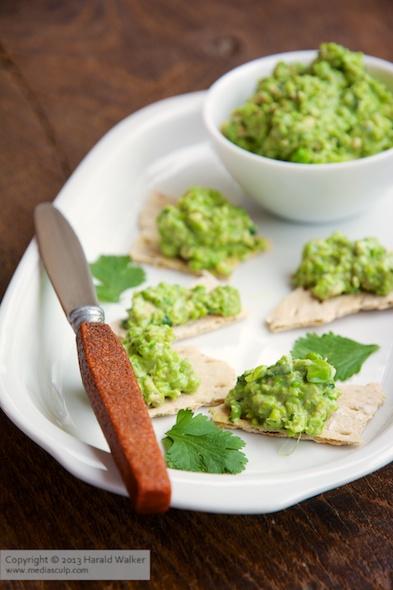 Green pea and walnut spread