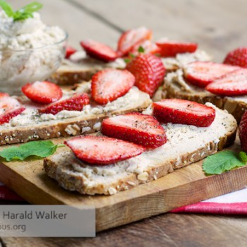 Strawberry and Vegan Cream Cheese Toast