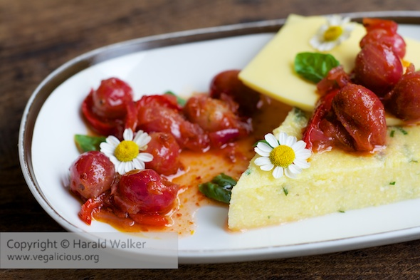 Herbed polenta with vegan Cheese and a gooseberry-Chili Relish