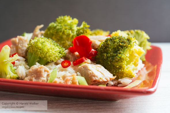 Stir-fry Vegan Chickun with Broccoli and Red Pepper