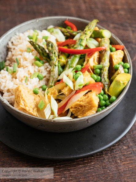 Thai Curried TVP Pieces with Asparagus and Peas