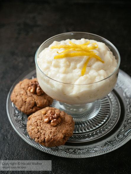 Vegan Apple Snow with Walnut Cookies